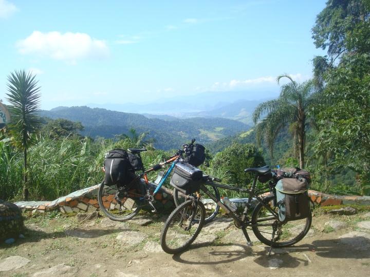 Bicicletas em mirante na subida Paraty - Cunha