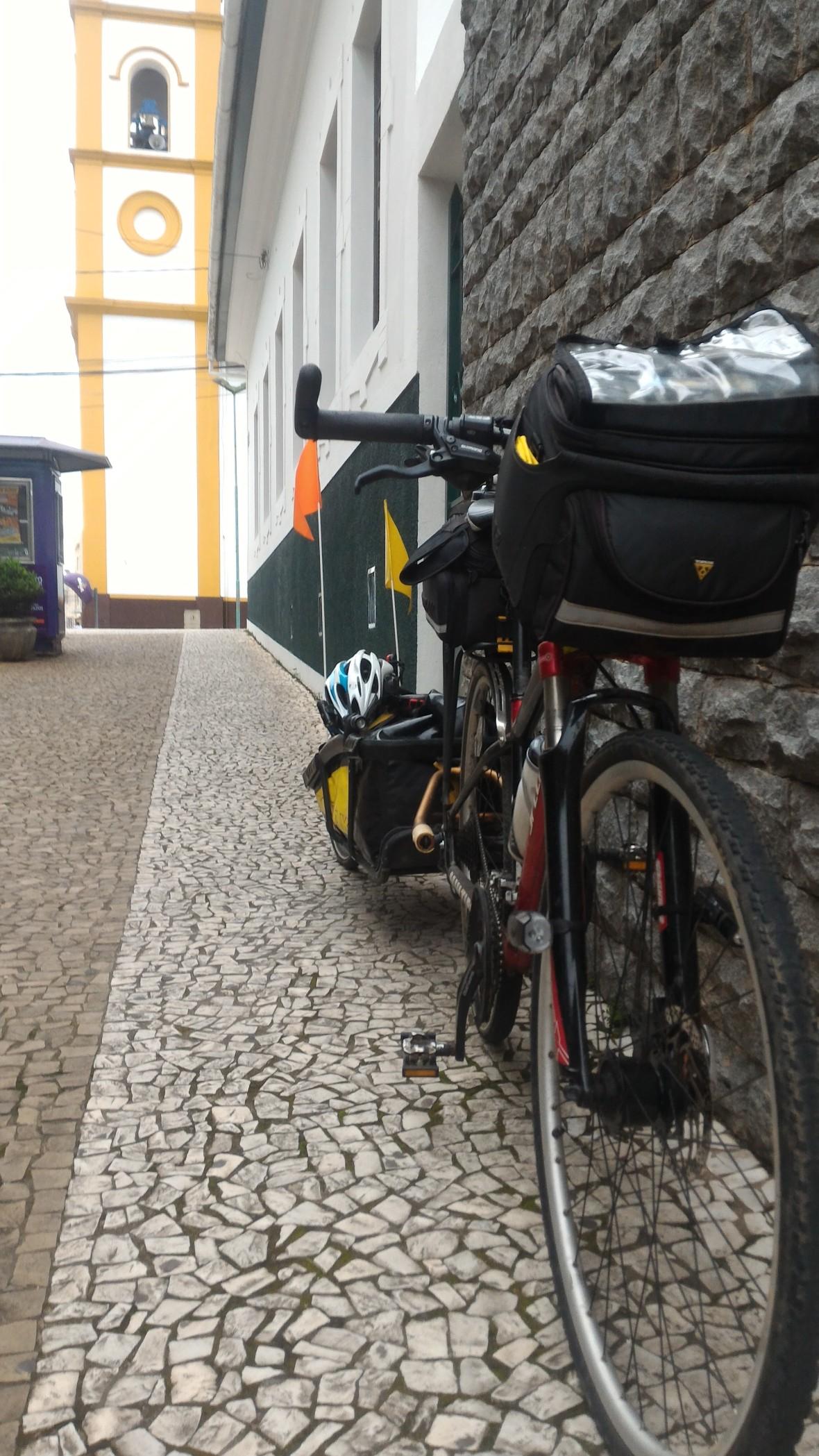 Bicicleta para no centro de Cunha.